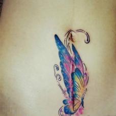 女士剖腹产后疤痕遮盖蝴蝶纹身图案