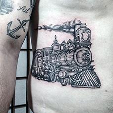 腹部火车纹身图案