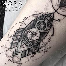 小腿几何火箭纹身图案
