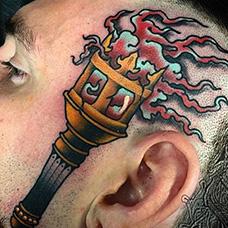 头部个性的火炬纹身图案