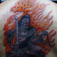 背部霸气火焰不动明王纹身图案