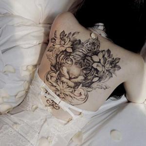 背部虎头纹身,心有猛虎细嗅蔷薇