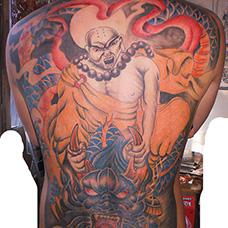 满背经典的降龙伏虎纹身图案