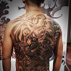 男士满背降龙罗汉纹身图案