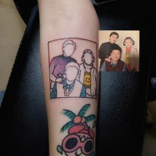 女生小臂家庭纹身图案
