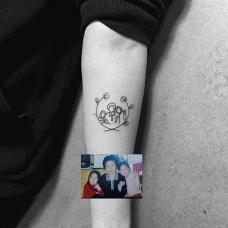小臂温馨的家庭纹身图案