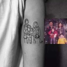 男生大臂家庭纹身图案