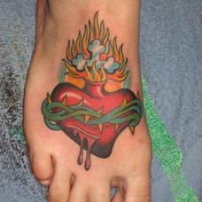 脚背荆棘心纹身图案