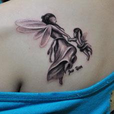 肩部好看的精灵纹身图案