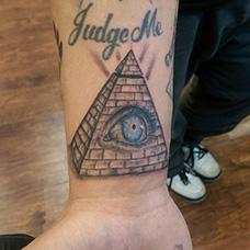 手腕金字塔眼睛纹身图案
