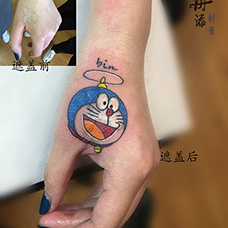 虎口遮盖机器猫纹身图案