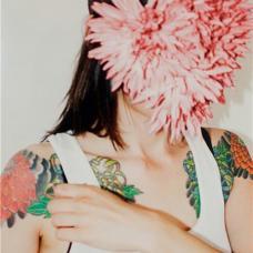 美女半甲个性菊花纹身图片