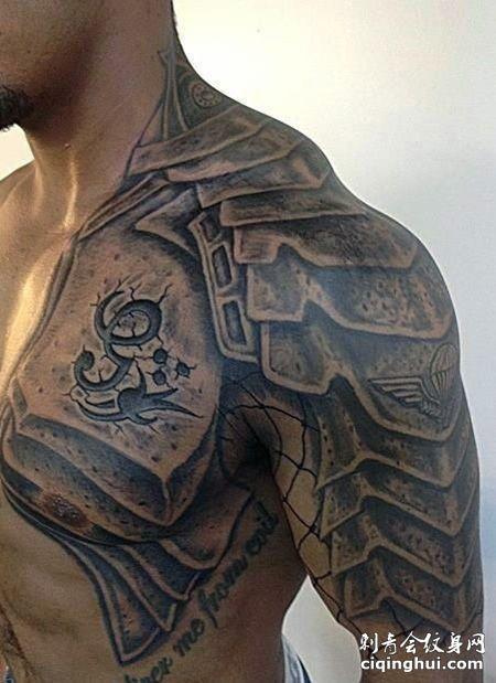 半甲酷炫的盔甲纹身图案