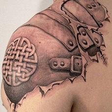 肩部盔甲纹身图案