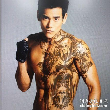 彭于晏帅气骷髅纹身