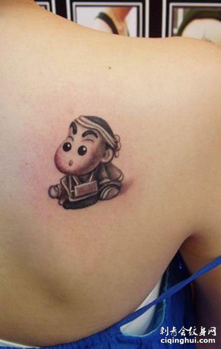 背部蜡笔小新纹身图案