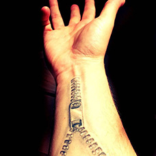 手腕拉链纹身图案