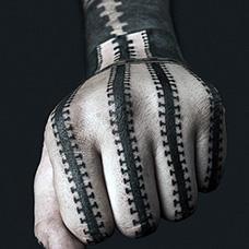 手部创意拉链纹身图案