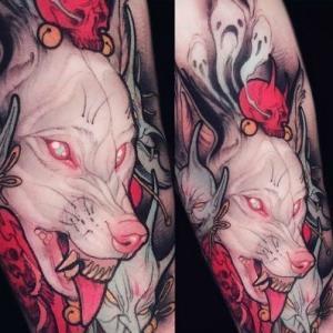 手臂狼头纹身,无毛狼头粉色调纹身图案