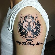 大臂个性狼图腾纹身图案