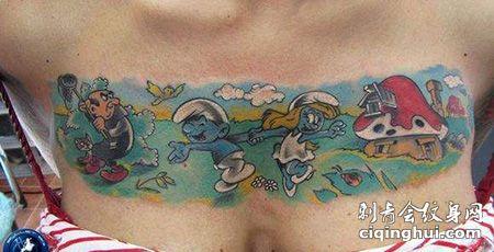 女生胸部蓝精灵纹身图案