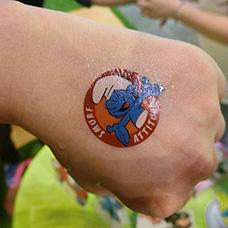手背蓝精灵纹身图案