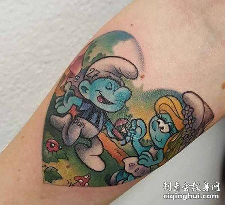 手臂好看的蓝精灵纹身图案