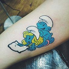 手臂邪恶的蓝精灵纹身图案