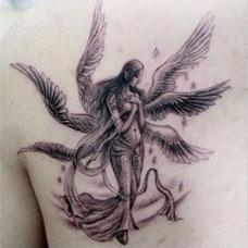 背部六翼天使美女纹身图片