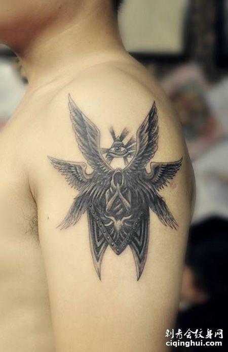 大臂六翼天使盾牌纹身图案