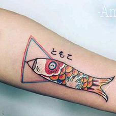 手臂可爱的鲤鱼旗纹身图案