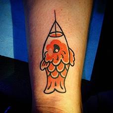 手腕可爱的小鲤鱼旗纹身图案