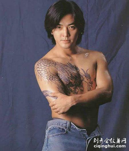 郑伊健霸气过肩龙纹身图案