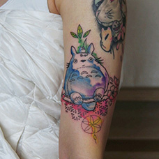 大臂泼墨龙猫纹身图案