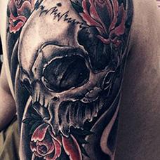 大臂恐怖罗刹纹身图片