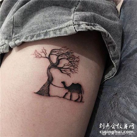 女生腿部树边的骆驼纹身