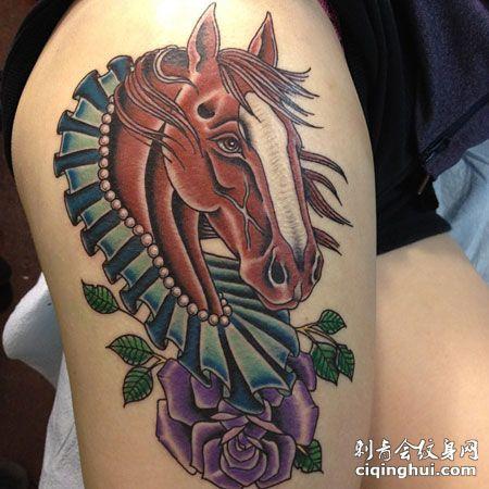 大腿马头玫瑰花纹身图案