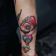 手腕个性的马里奥纹身图案
