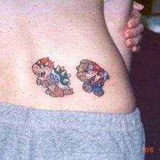 腰部马里奥纹身图案