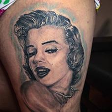 大腿玛丽莲梦露纹身图片