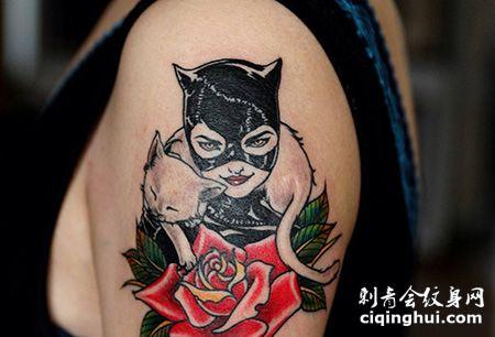 大臂猫女纹身图案