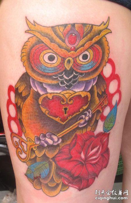 腿部猫头鹰纹身图案