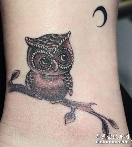 手腕猫头鹰纹身图案