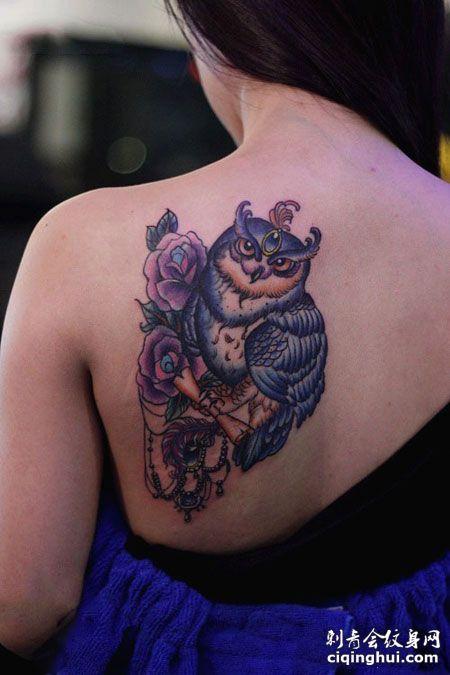 肩部性感的猫头鹰纹身图案