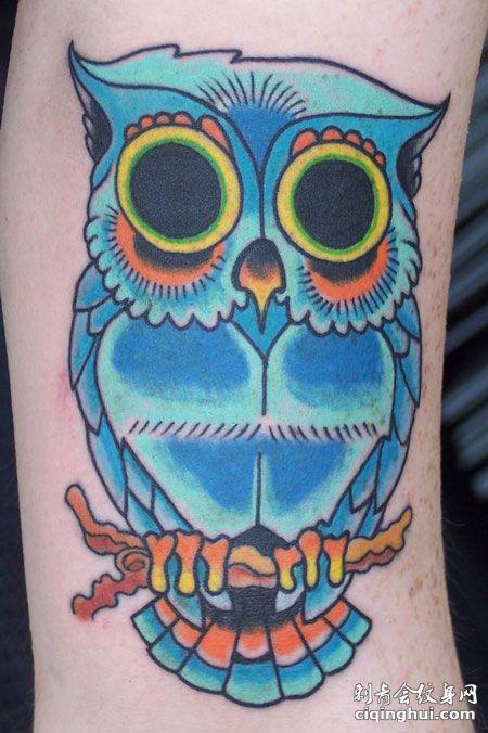 小腿蓝色猫头鹰纹身图案