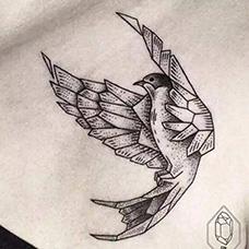 锁骨几何麻雀纹身图片