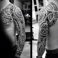 帅气的黑色玛雅图腾花臂纹身