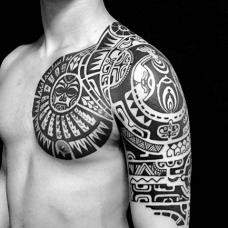 帅气的玛雅图腾半甲纹身