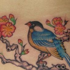 腰部喜鹊梅花纹身图案