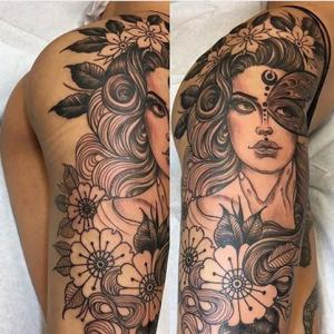 花腿美人纹身,花丛里戴着羽毛面具的女人